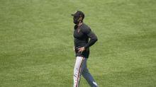 Giants manager Kapler kneels during national anthem at Oakland game