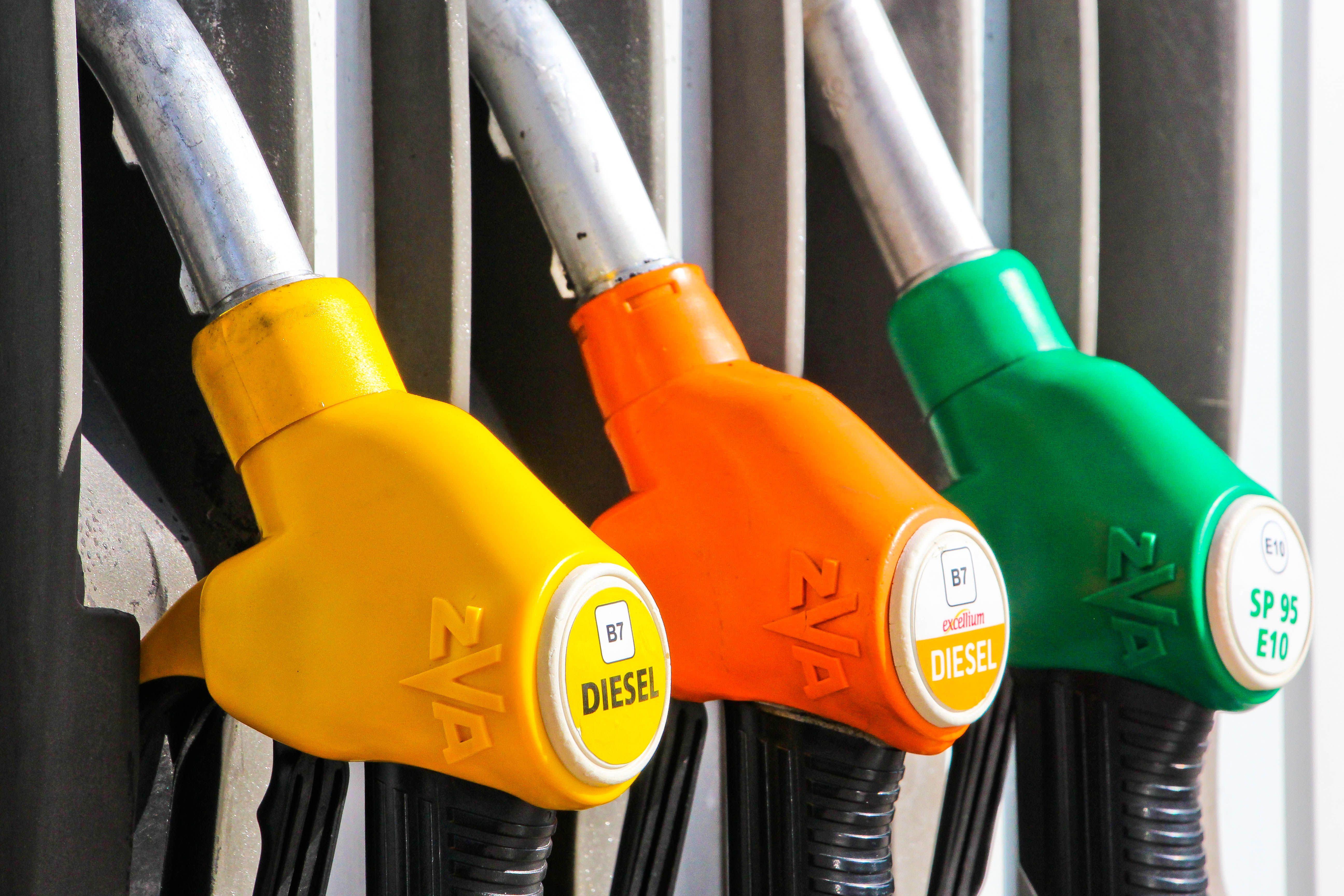 Chèque carburant : le gouvernement face à la quadrature du cercle