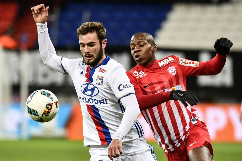 OFFICIEL - Tousart prolonge à Lyon jusqu'en 2022