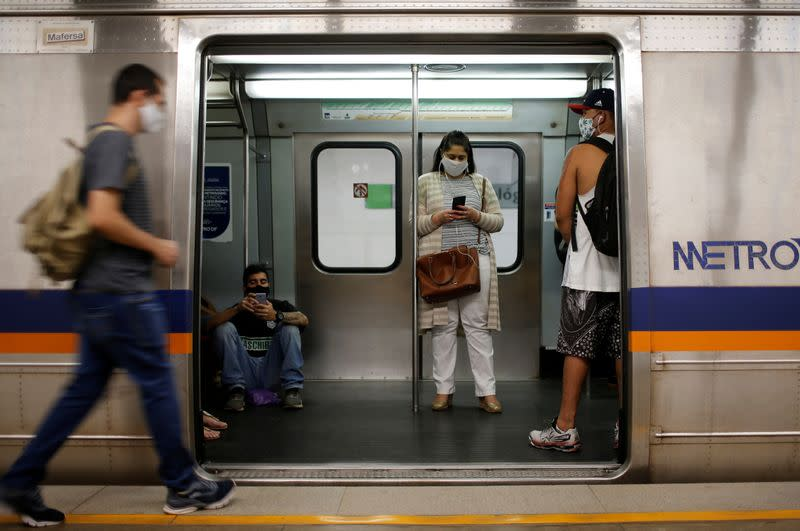 Brazil sees 631 new coronavirus deaths, approaches 2 million cases