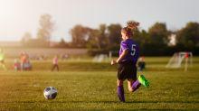 Niña de 10 años gana demanda para poder jugar fútbol con niños