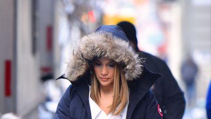 Jennifer López ni siquiera en el frío intenso pierde el glamour; mira sus mejores looks invernales