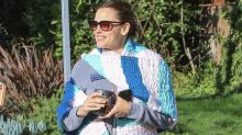 Jennifer Garner knows you've been making jokes about her ginormous scarf
