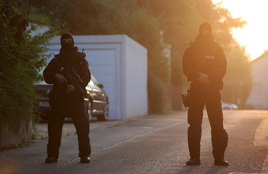 German special police forces block the street near a refugee shelter in Ansbach, southern Germany, on July 25, 2016, where a Syrian migrant who set off an explosive device near an open-air music festival had stayed (AFP Photo/Daniel Karmann)