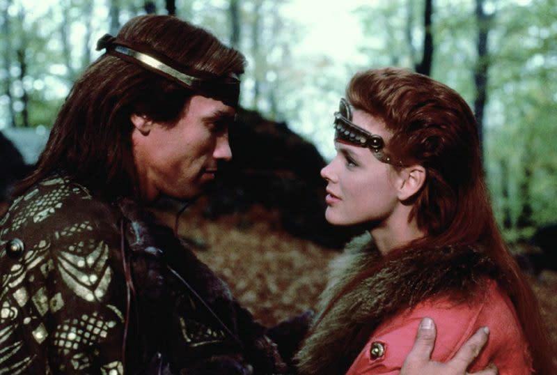 <strong>《兩個大太陽》Red Sonja阿諾史瓦辛格(Arnold Schwarzenegger)</strong>:在剛演完《魔鬼終結者》之後,就得在本片中屈居為布莉姬尼爾森(Brigitte Nielsen)身旁配角,阿諾史瓦辛格顯然不怎麼欣賞這部有點蠢的「劍與魔法」奇幻片。<br><br>他曾表示:「這是我拍過最糟的電影。每當我小孩們不乖時,他們就得被關在房間裡連看十遍《兩個大太陽》。」<br><br>改編自勞勃E霍華德(Robert E. Howard)筆下小說,阿諾史瓦辛格原本打算第三度詮釋同樣出自勞勃E霍華德筆下的蠻王柯南一角,但劇組未能取得相關版權,因此只好憑空打造出卡里多(Kalidor)這個角色,而電影最終也慘遭滑鐵盧。(圖:MGM)