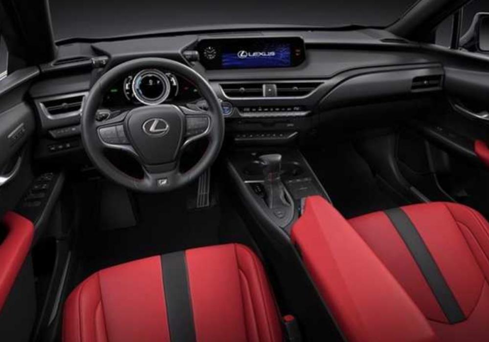 Lexus 設計師 Chika Kako 在受訪時表示,UX 骨子裡其實就是一台掀背車,希望能帶給消費者更多運動感。