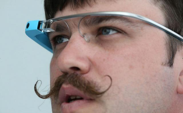 Google Glass community goes on charm offensive, plans a #glassnightout