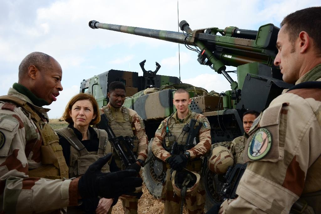 "French General Jean-Marc Vigilant (L) and France's Defence Minister Florence Parly (2nd L) talk to French soldiers engaged in ""Operation Chammal"", the military operation against the Islamic State group (AFP Photo/Daphné BENOIT)"