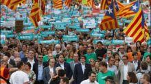 Barcelona will mit größtmöglicher Einheit auf Entmachtung durch Madrid reagieren