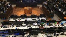 Ibovespa renova máxima e encosta em 99 mil pts com apostas sobre reformas e exterior