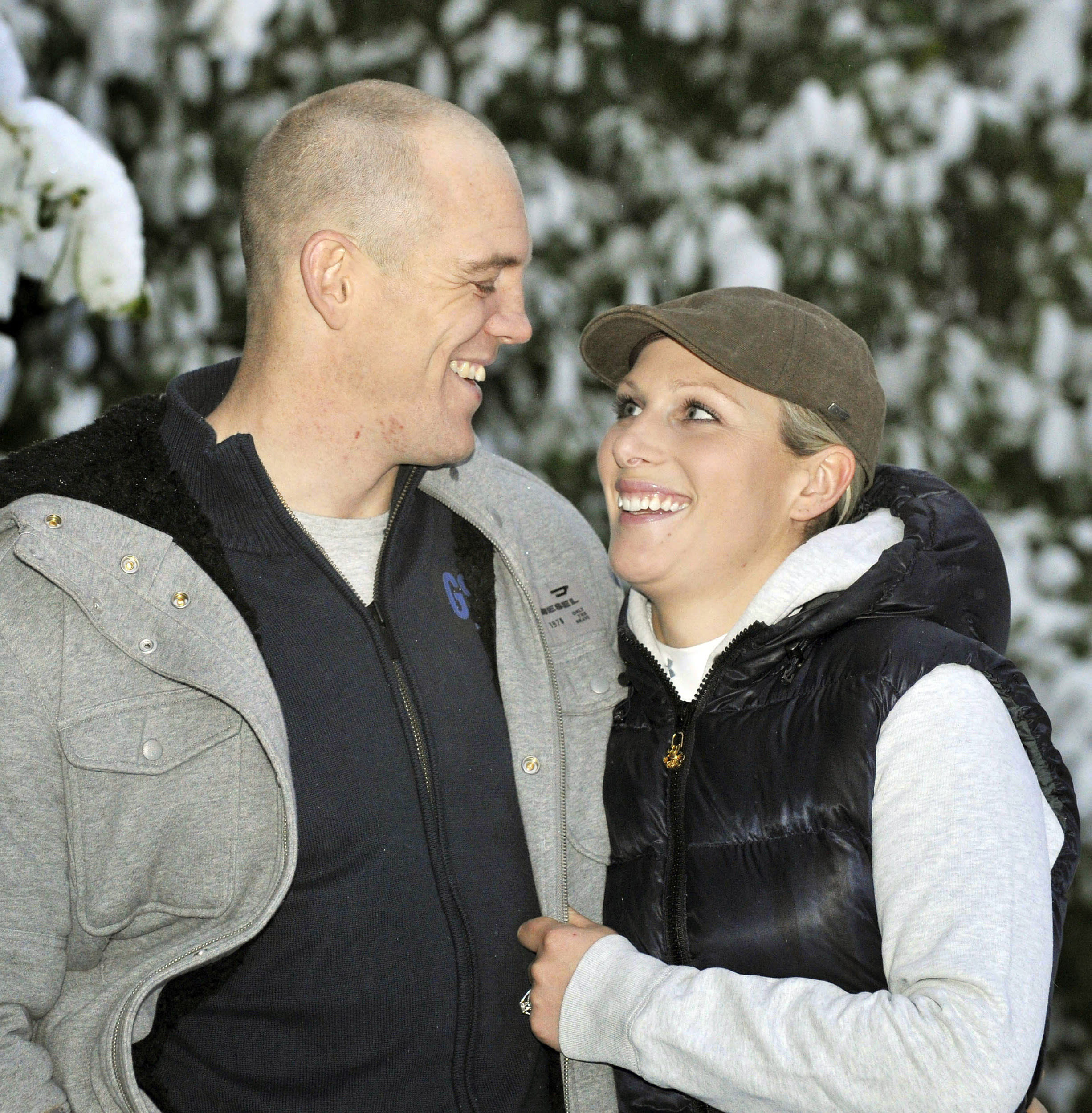 Zara Phillips and her fiance Mike Tindall pose for photographs at their home in Gloucestershire, south-west England December 21, 2010. Phillips, the granddaughter of Britain's Queen Elizabeth, is to marry rugby player Tindall, the royal family said on Tuesday. REUTERS/Tim Ireland/Pool   (BRITAIN - Tags: ENTERTAINMENT ROYALS SPORT RUGBY IMAGES OF THE DAY)