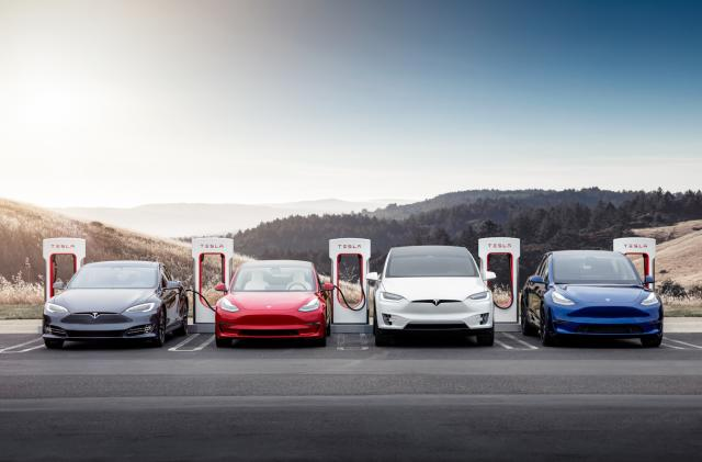 Tesla offers 50 percent discounts on overnight Supercharger use in California