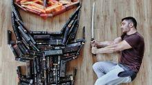 Amante de livros, jovem transforma sua biblioteca em peças de arte