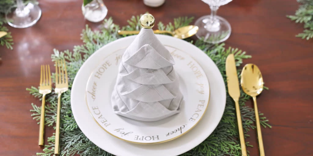 Party trick how to fold the perfect napkin christmas tree for Elle decor christmas tree