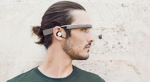 Google Glass redesign gets pictured, plays nice with a mono earbud