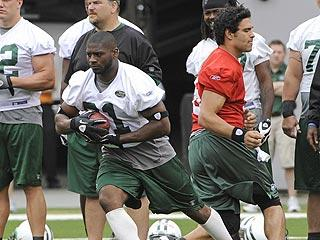 """LaDainian Tomlinson loves the Jets' grown-up attitude. """"Some teams' coaches and front-office [executives] have a tendency to treat guys like they're in high school or college,"""" he said. """"We're grown men that have families, just like they do. Here, they treat you like men. It makes it easier to come to work."""""""