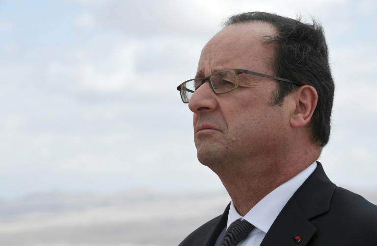 Hollande spectateur distant des déchirures de son camp