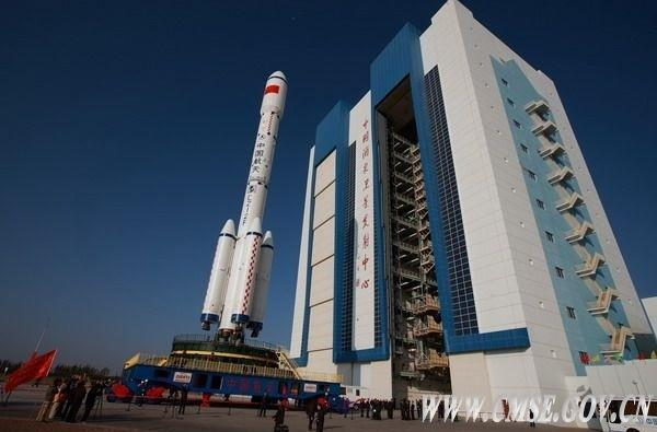 China promises to put more humans in space, less trash