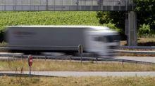 Strasbourg : un poids lourd zigzague sur l'autoroute pour tenter de faire tomber un dépanneur accroché au rétroviseur