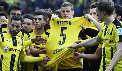 Bundesliga: Blitzvisite von Alba und Busquets: Osterbesuch für Bartra