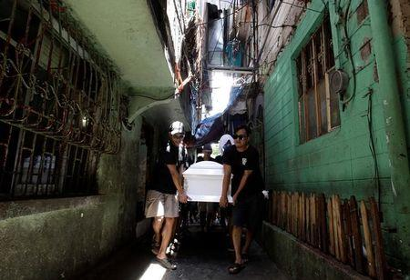 Relatives and friends carry the coffin of Eric Quintinita Sison during the burial rites in Pasay city, metro Manila, Philippines August 31, 2016. Picture taken August 31, 2016. REUTERS/Czar Dancel