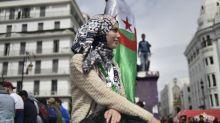 """""""On va encore marquer l'histoire"""": la jeunesse algérienne défile une nouvelle fois contre Abdelaziz Bouteflika"""