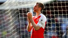 Wenger uncertainty no excuse, says Arsenal defender Mertesacker