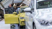 Aufgrund des Chipmangels sollen dieses Jahr 3,9 Millionen Autos weniger vom Band rollen