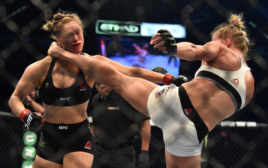 Holly Holm (right) knocked out Ronda Rousey with a kick to the head during their 2015 UFC title fight in Melbourne (AFP Photo/PAUL CROCK)