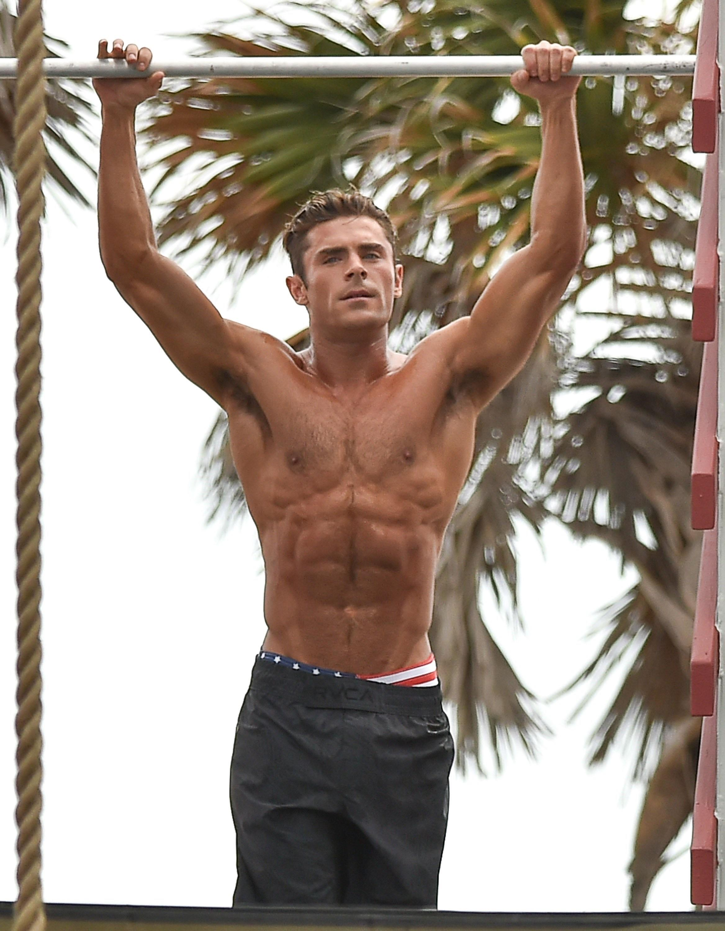 Zac Efron's hottest shirtless moments in honor of his 30th ...