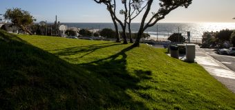 L.A. community roiled by battle over beach property