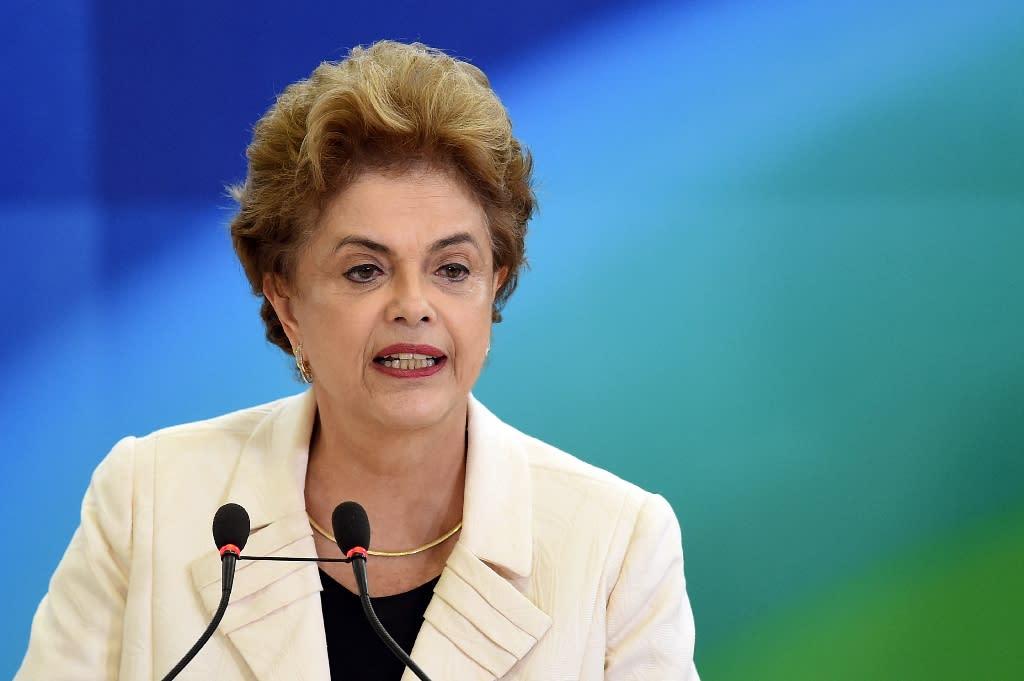 Brazilian President Dilma Rousseff speaks in Brasilia on March 17, 2016 (AFP Photo/Evaristo Sa)
