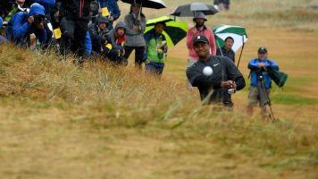 Tiger Woods nearly drills patrons at British