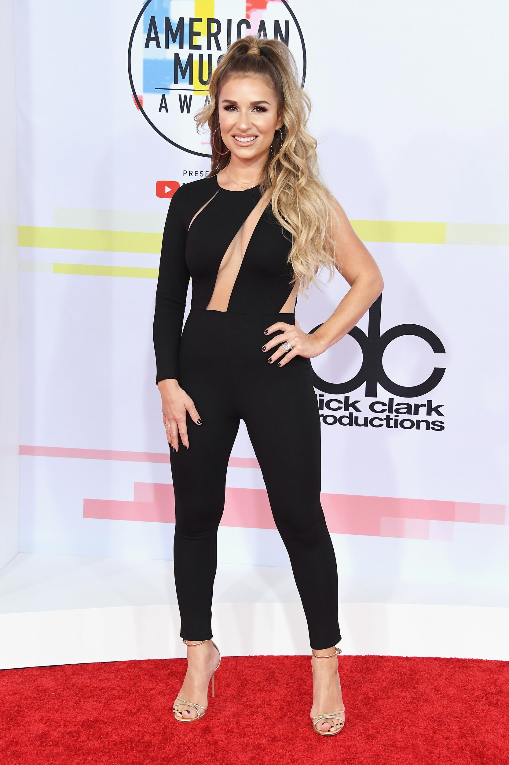 LOS ANGELES, CA - OCTOBER 09: Jessie James Decker attends the 2018 American Music Awards at Microsoft Theater on October 9, 2018 in Los Angeles, California. (Photo by Steve Granitz/WireImage)
