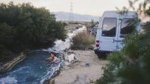 Pärchen verwandelt billigen Minivan in mobiles Heim und reist um die Welt