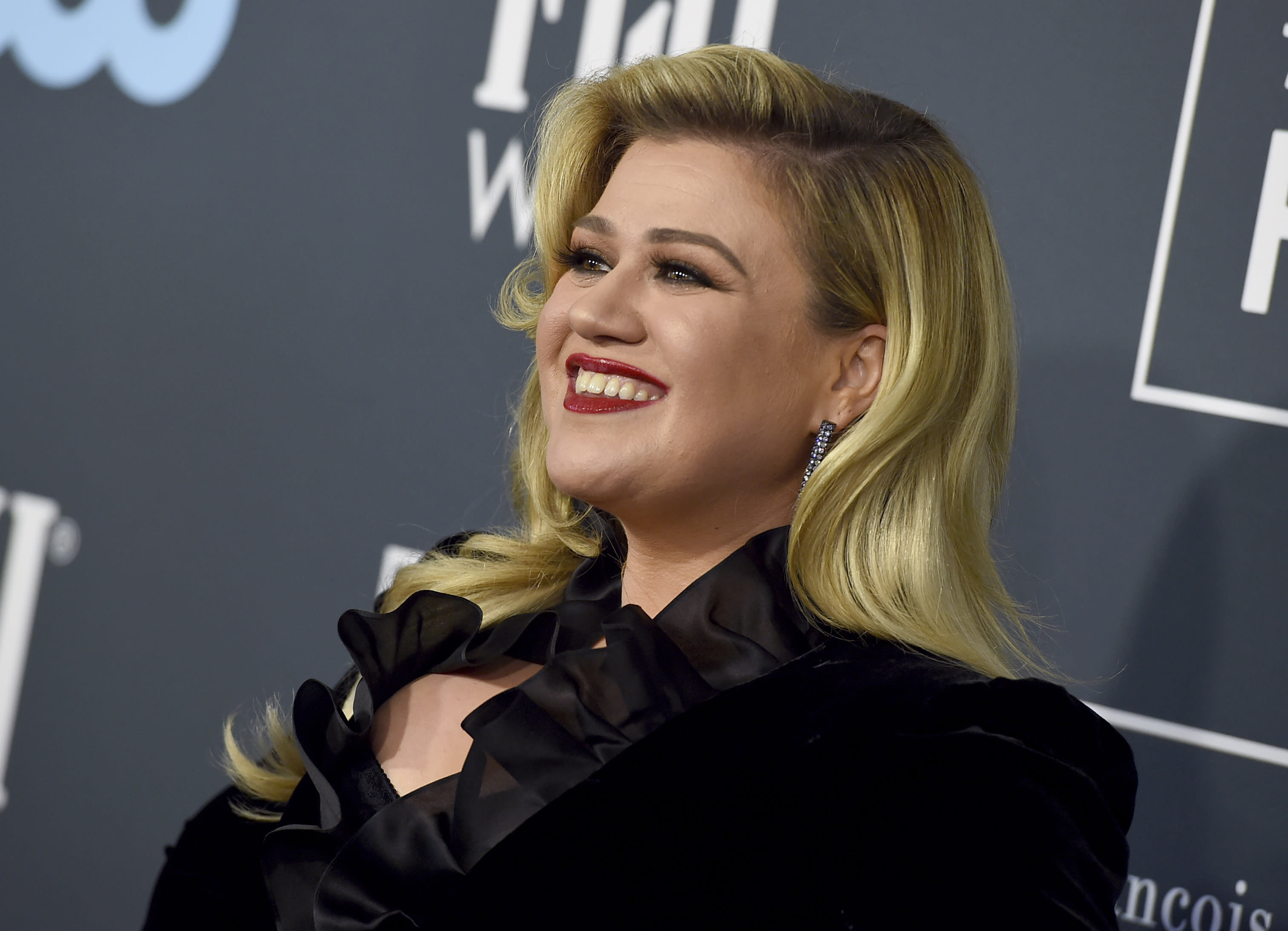 Does Kelly Clarkson Need To Become A Full-Time America's Got Talent Judge?