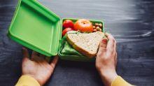 """""""Ponlo a dieta"""": la horrible nota que halló una madre en la lonchera de su hijo de 5 años"""