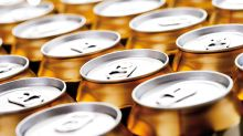 Médicos salvan a un hombre al administrarle 15 latas de cerveza