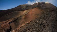 Sicile: regain d'activité pour l'Etna, le volcan émet des nuages de cendres