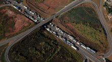 Sindicato de caminhoneiros pede fim de bloqueios após ordem de envio de tropas