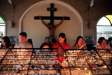 Filipino Catholic devotees light candles and offer prayers after attending a mass at a National Shrine of Our Mother of Perpetual Help in Baclaran, Paranaque city, metro Manila, Philippines September 18, 2016. REUTERS/Romeo Ranoco