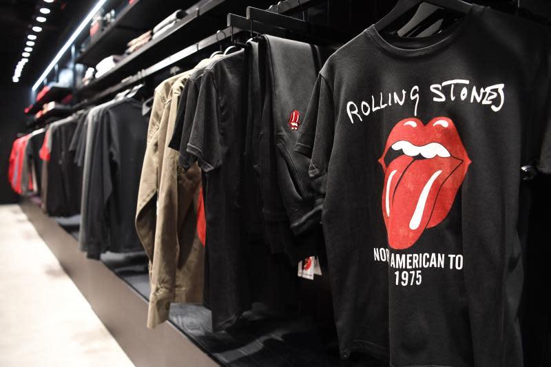 The Rolling Stone lanza mascarillas con su icónica lengua