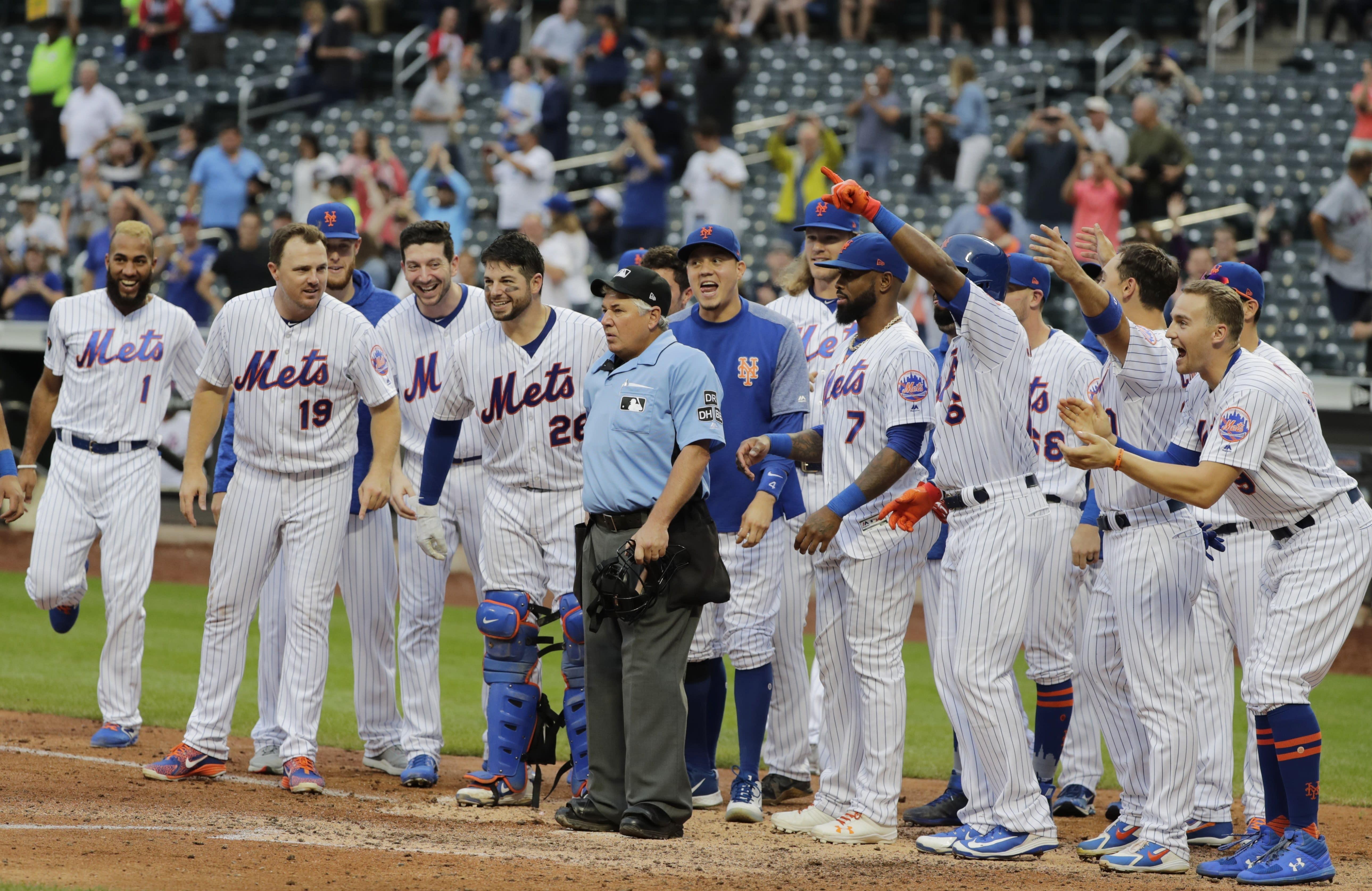 af15f101831 Umpire Tom Hallion in hot water over Mets celebration incident