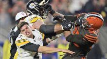 Pelea y polémica en la NFL: le quita el caso y luego le golpea con él