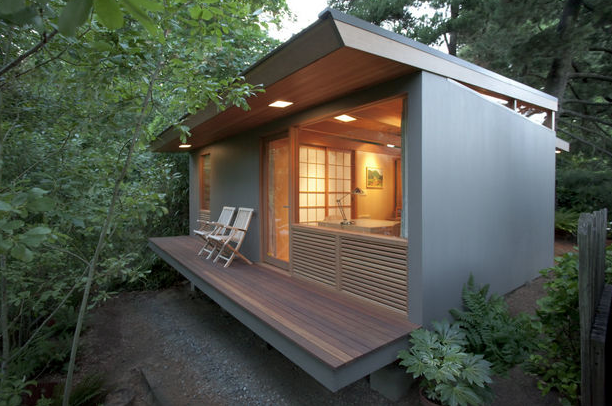 """<p>Pietro Belluschi, the architect responsible for much of the Portland skyline, and his son Anthony, conceived a 236 square foot <a href=""""http://www.oregonlive.com/hg/index.ssf/2014/03/pietro_belluschi_tiny_house_fa.html"""" rel=""""nofollow noopener"""" target=""""_blank"""" data-ylk=""""slk:""""teahouse"""""""" class=""""link rapid-noclick-resp"""">""""teahouse""""</a> on the same property as the family's main dwelling.(Source: tinyhouseliving) </p>"""