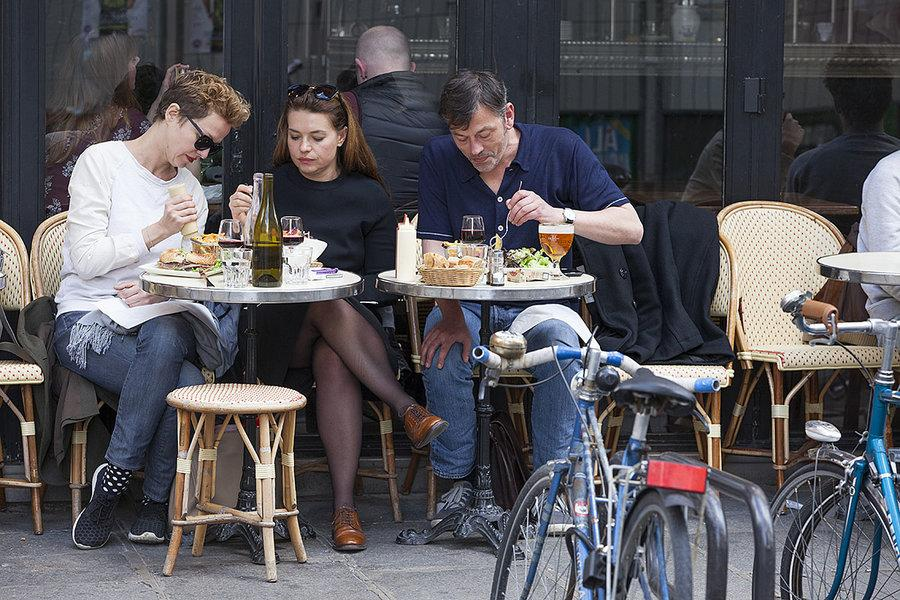 Cafe culture: France fights to keep its fraternité