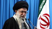 """Jamenei: Trump es un """"payaso"""" que traicionará a iraníes"""