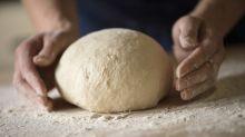 Nicht nur für Corona-Zeiten: Schnell und einfach Brot backen - so geht's!