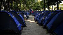 Paris: le campement de jeunes migrants installé près de la place de la République évacué