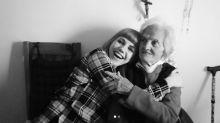Angy no puede despedirse de su abuela que ha fallecido